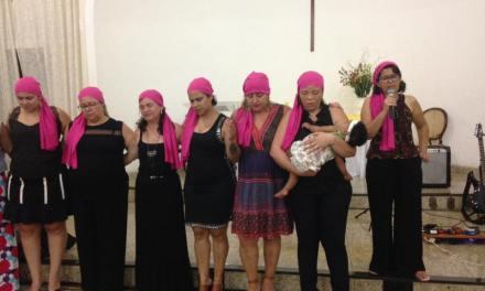Grupo leva conscientização com o Desafio Rosa na Igreja Metodista de Cataguases