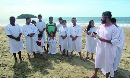 Batismo no Distrito Sul Paranaense foi na Praia Mansa