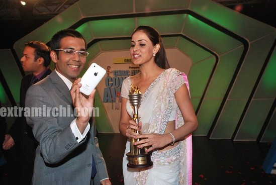 Genelia-dsouza-at-CNBC-Awaaz-Consumer-Awards-4.jpg