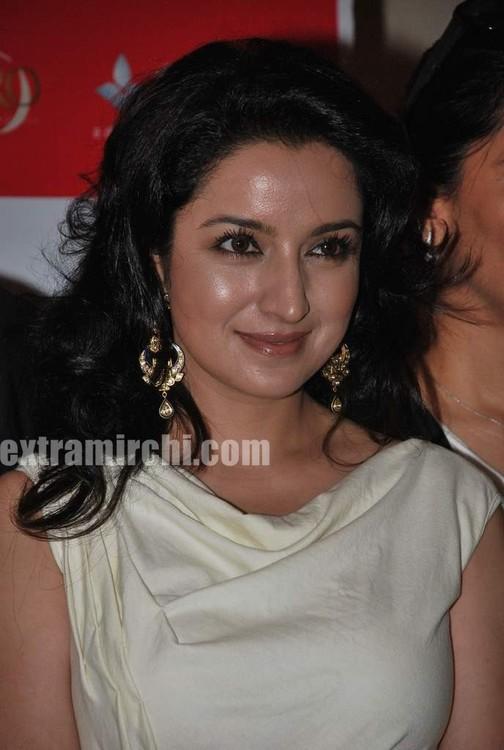 Tisca-Chopra-at-Gemfields-Retial-Jeweller-India-awards-2.jpg