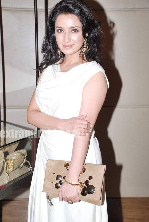 Tisca-Chopra-at-Gemfields-Retial-Jeweller-India-awards-5.jpg