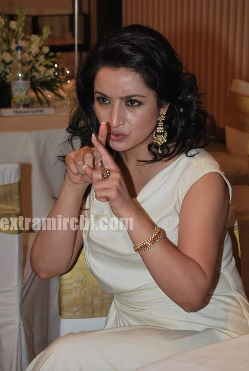 Tisca-Chopra-at-Gemfields-Retial-Jeweller-India-awards-8.jpg