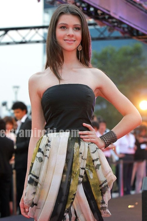 Actress-Nicola-Peltz-at-the-The-Last-Airbender-Tokyo-Premiere-5.jpg