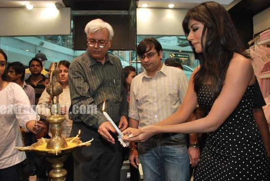 Chitrangada-Singh-at-Beverly-Hills-Polo-Club-2.jpg