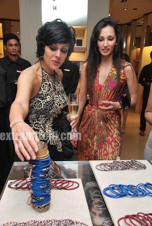 Mandira-Bedi-at-Tods-special-bracelet-launch-5.jpg