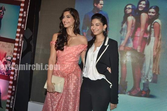 Sonam-Kapoor-with-sister-Rhea-Kapoor.jpg