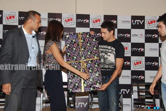 Sonam-and-Imran-at-I-Hate-Love-Stories-game-launch.jpg