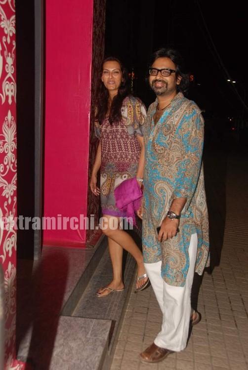 avinash-gowariker-with-wife.jpg