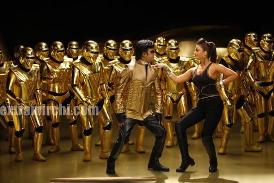 Aishwarya-Rai-and-Rajini-in-Endhiran-the-robot-movie-3.jpg