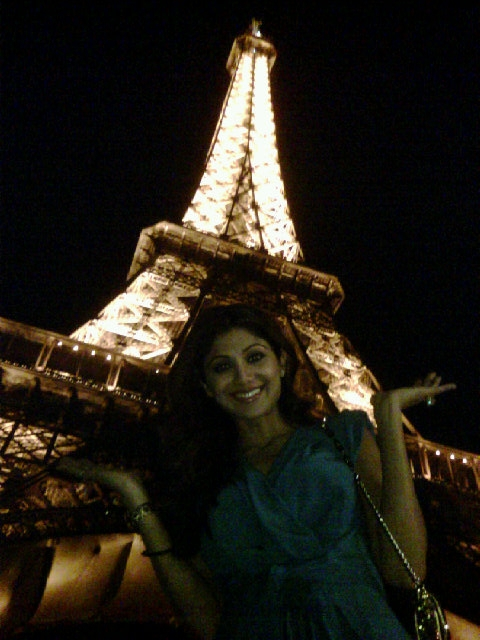 Shilpa-Shetty-at-the-Eiffel-Tower.jpg