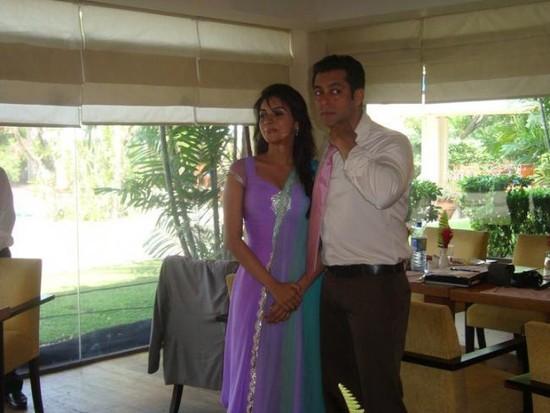 Salman-Khan-and-Asin-on-the-sets-of-Ready-1.jpg