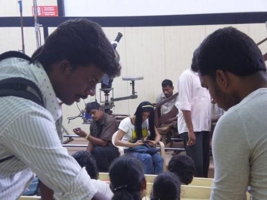 Asin-at-tamil-movie-Kaavalan-Shooting-Spot-2.jpg