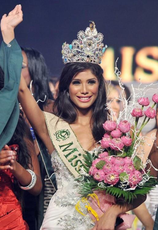 Miss-India-Nicole-Faria-crowned-Miss-Earth-2010.jpg