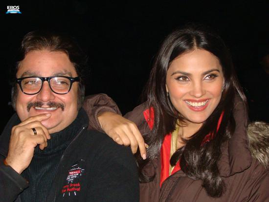 Chalo-Dilli-Lara-Dutta-Vinay-Pathak-6.jpg