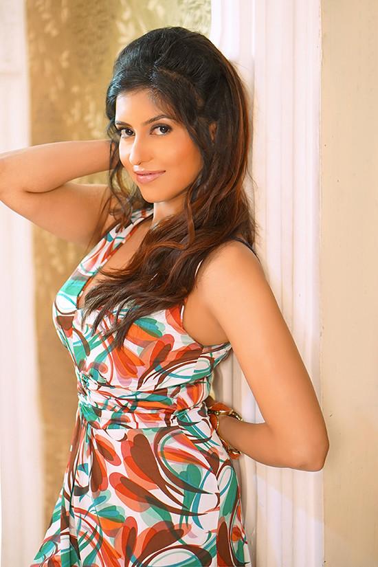 actress-anchal-singh-photos-9.jpg