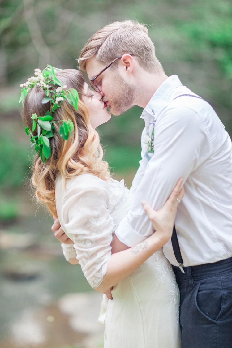 saja wedding dress bohemian elopement inspiration woodland wedding dress Bride and groom Woodland Bohemian Elopement Inspiration Photography leanicole com http