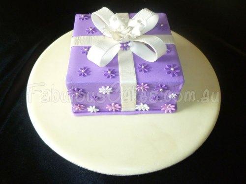 gift-purple-cake