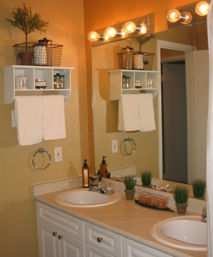 Unique ways of decorating the small bathroom for Apartment bathroom decor