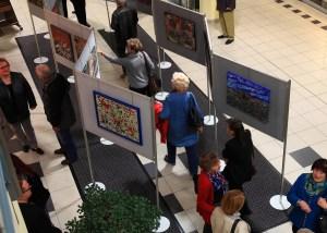 """Blick auf die Ausstellung im 1. OG des """"fritz"""" Einkaufszentrum"""
