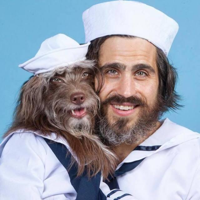 А где здесь кто? Этот парень и его собака просто нереально похожи!