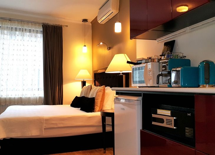 Bed-and-Breakfast-beyoglu-Last-Minute-Istanbul-Hotels-in-Taksim-galata-Apartments-