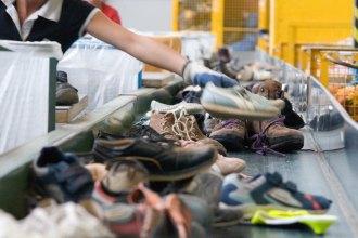 Täglich 9000 kaputte Schuh-Paare sortiert die Firma Soex aus 35 000 Altschuh-Paaren aus - und schmeiÃt sie bislang in den Müll. Ab Ende 2016 sollen sie in der weltweit ersten Schuh-Recycling-Anlage aufgetrennt und wiederverwertet werden.
