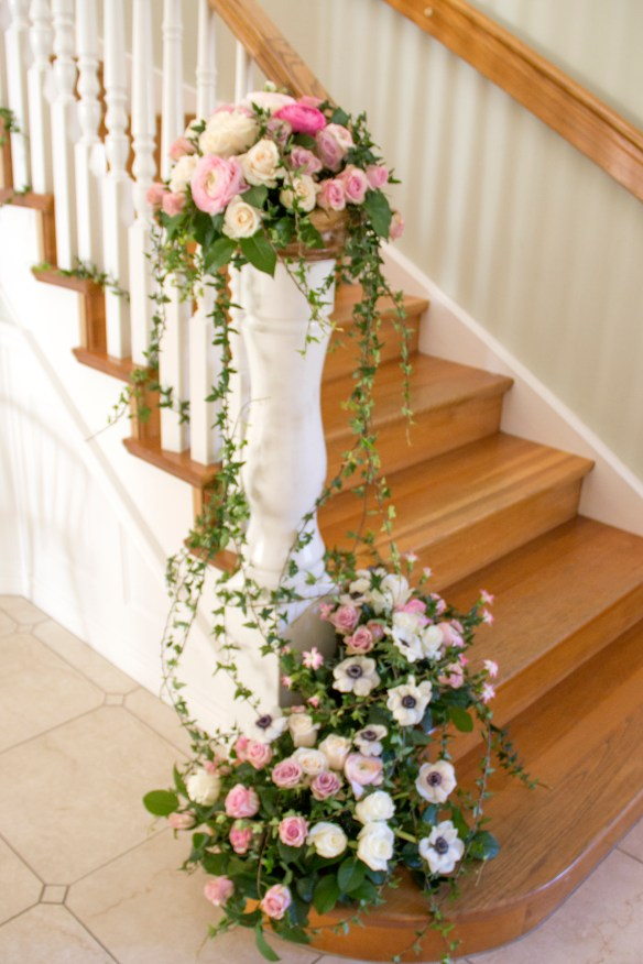 dekoration trappa blomsterdekoration trappa murgröna ivy wedding decoration flowers staircase vintage