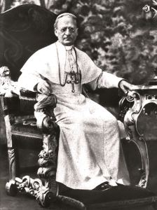 Pope Pius XI would speak briefly with the visitors while Elizabet  transcribed his remarks.