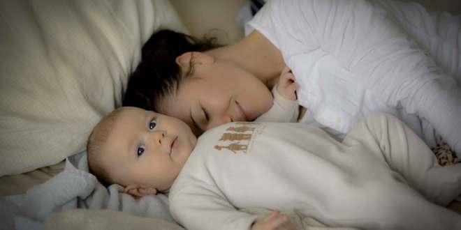 cododo bébé avec maman