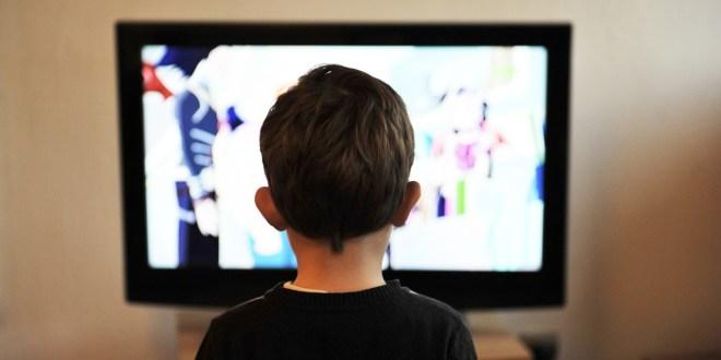 Les enfants devant la télévision