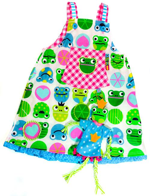 Puppe aus Stoff nähen, Kleid mit Spielmöglichkeiten