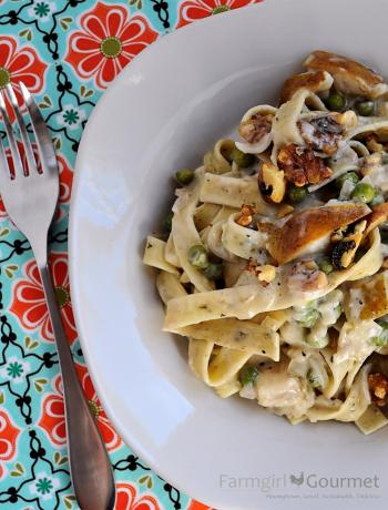 Herbed Pasta with Pears & Blue Chese