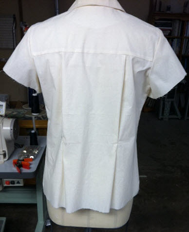 Full back: I want to see the horizontal yoke line (it's not exactly straight on the form but it is on a body).