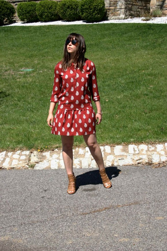 Jeanne FBC LOFT red flippy dropped waist shirt dress Circus By Sam Edelman York Dress Sandals The Limited Gold Bangle Sunglasses 4