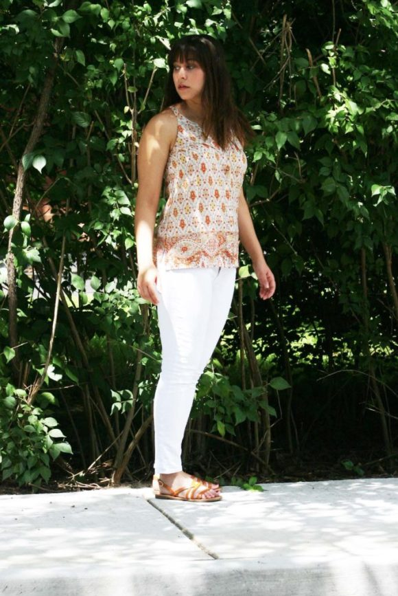 Jeanne FBC le-tote-giveaway-white-jeans-loft-paisley-coral-top-old-navy-strappy-huarache-sandals-cognac-fringe-necklace 5