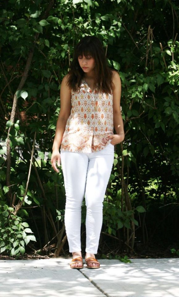Jeanne FBC le-tote-giveaway-white-jeans-loft-paisley-coral-top-old-navy-strappy-huarache-sandals-cognac-fringe-necklace 9