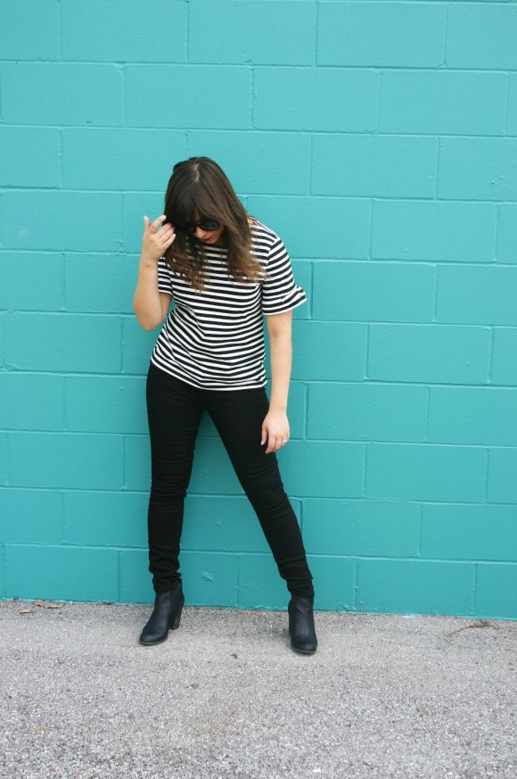 jeanne-fbc-j-crew-striped-ruffle-sleeve-t-shirt-gap-1969-black-skinny-jeans-steve-madden-leather-booties-loft-round-keyhole-sunglasses-fall-fashion-bell-sleeves-2