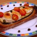 Tartine aubergines, chèvre, tomates cerises
