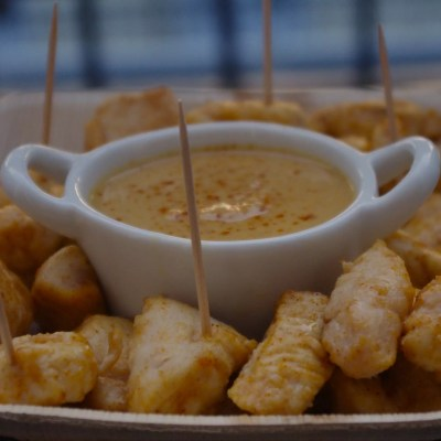 Poulet sauce Satay & Légumes sautés à l'asiatique