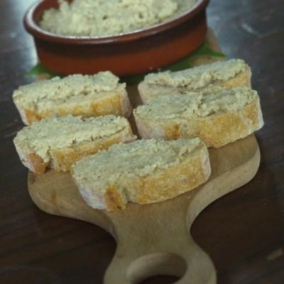 Tapenade d'olives vertes au parmesan & Rillettes de sardines à la tomate