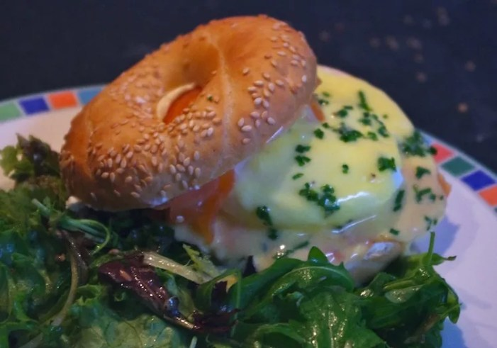 eggs royal oeufs benedict saumon sauce hollandaise