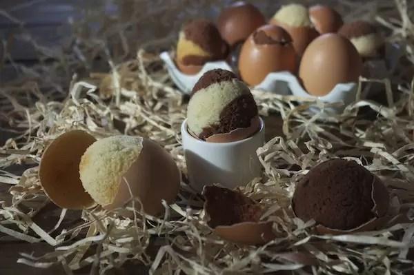 G teaux marbr s cuits dans des coquilles d ufs pour p ques - Cuisson oeuf d oie a la coque ...