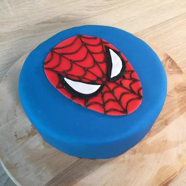 spiderman-cake-pate-a-sucre