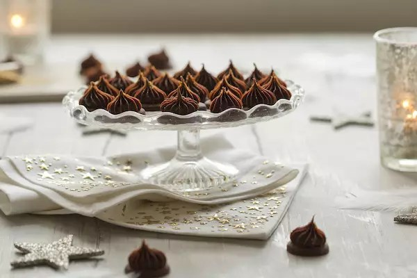 iced-gem-biscuits-chocolate