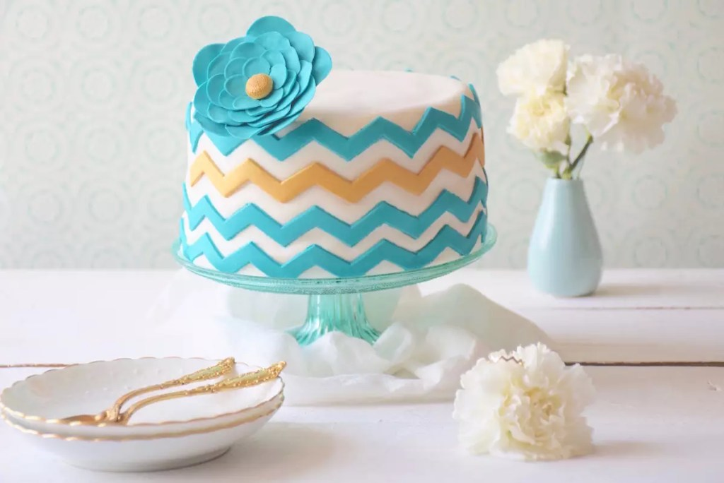Miami ring chevrons cake