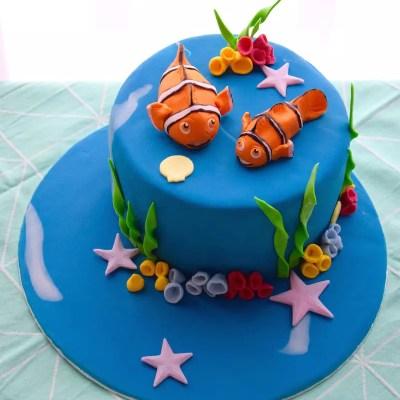 Finding Nemo cake {tips for modelling figures in fondant}
