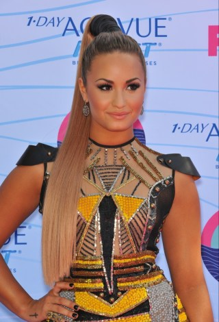 Demi-Lovato-High-Ponytail-Blonde-Hair