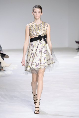 Giambattista-Valli-Spring-2016-Haute-Couture-Runway15