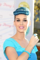 Katy-Perry-Blue-Hair-Bumper-Bangs