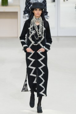 Chanel-2016-Fall-Winter-Runway23